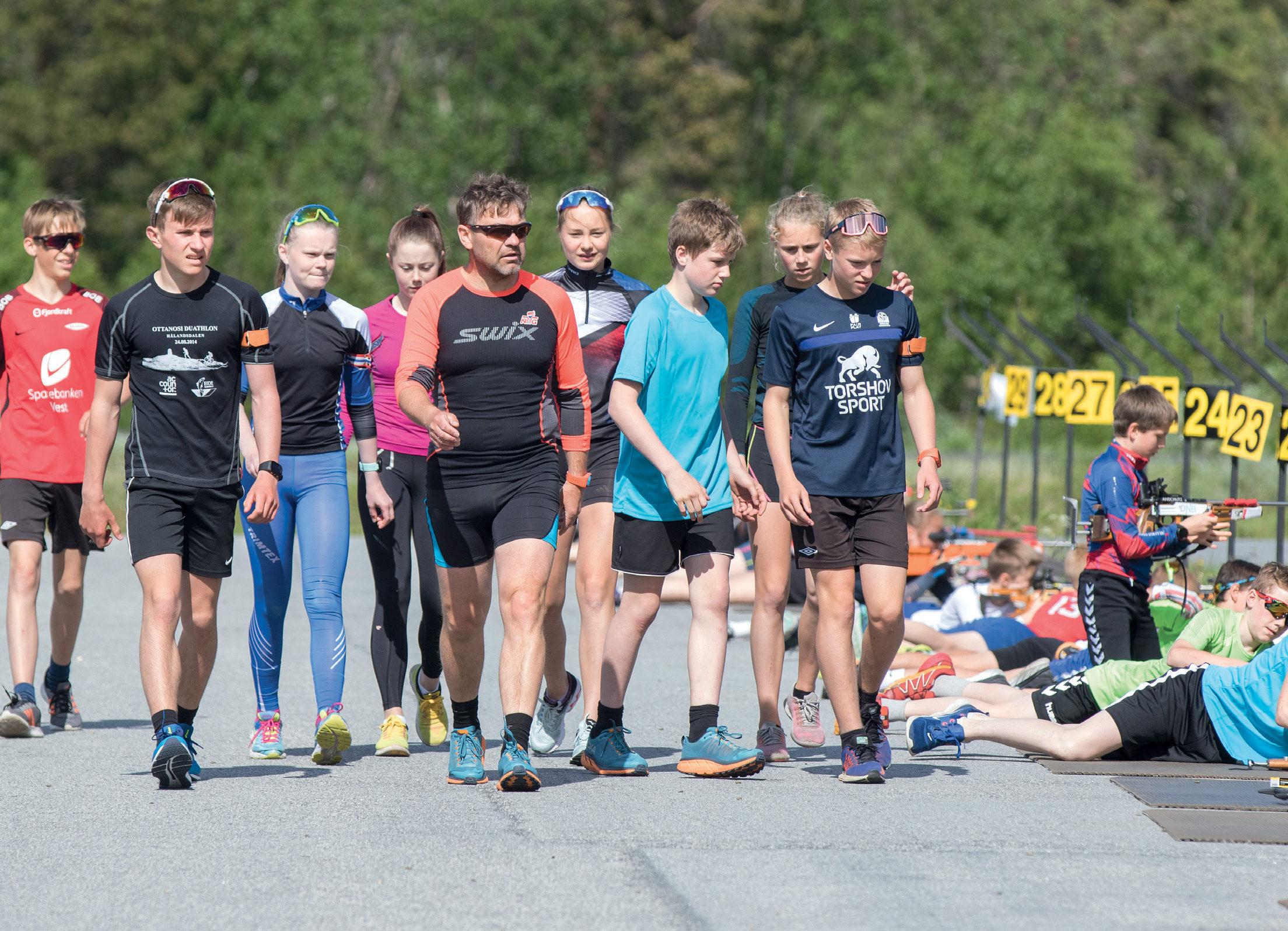 LEDER AN: Dag Bjørndalen var hovedtrener i skiskyting og en bauta på skytebanen under skiskolen.