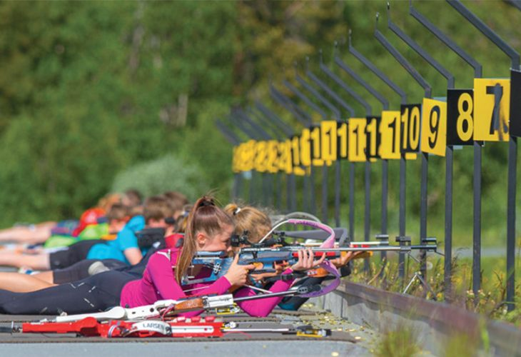 FRA BEGGE SIDENE AV FJELLET: Siste helgen i juni deltok omkring 60 unge mellom 11 til 15 år fra begge sidene av fjellet på SKIsport Sommer Grand Prix.