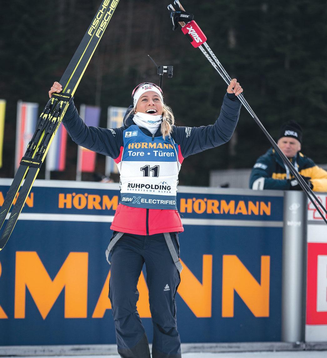 JUBLER: Tiril Eckhoff har hatt sin beste sesong noensinne i år. Hun har nå 13 individuelle seire i verdenscupen. Foto: Sondre Hensema Eriksen/Norges Skiskytterforbund