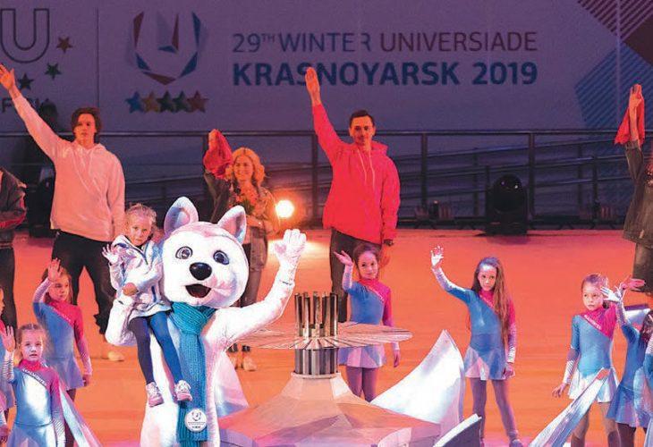 FØRSTE SMAK: For mange er Universiaden en første smak på store internasjonale mesterskap. Under OL i London i 2012 var 94 av medaljevinnerne tidligere universiadedeltakere. Her fra avslutningsseremonien under vintermesterskapet i Krasnoyarsk i fjor.
