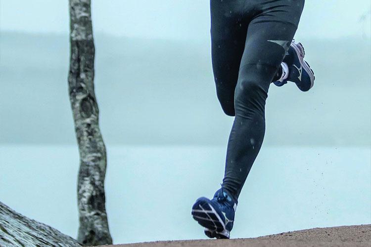 IKKE GJØR DET KOMPLISERT: Å velge løpesko trenger ikke være komplisert. Foto: Mizuno